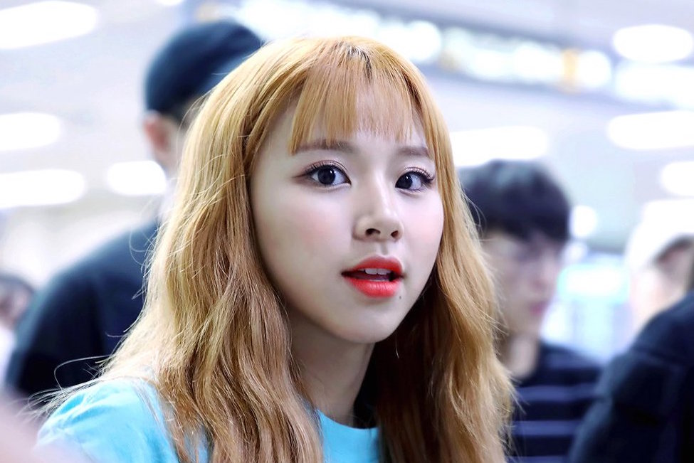 twice-chaeyoung-blonde