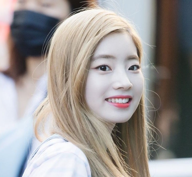 twice-dahyun-blonde