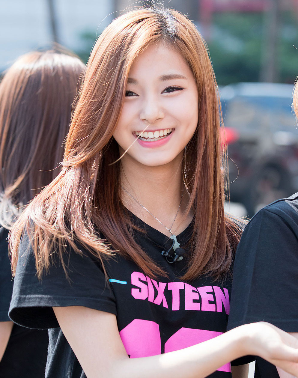 twice-tzuyu-sixteen