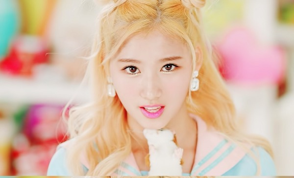 twice-sana-gold-hair