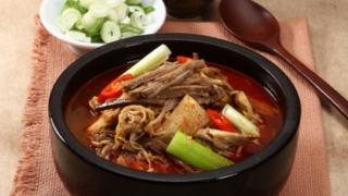 韓国料理のユッケジャン!チゲとの違いや具材、名前の由来も紹介
